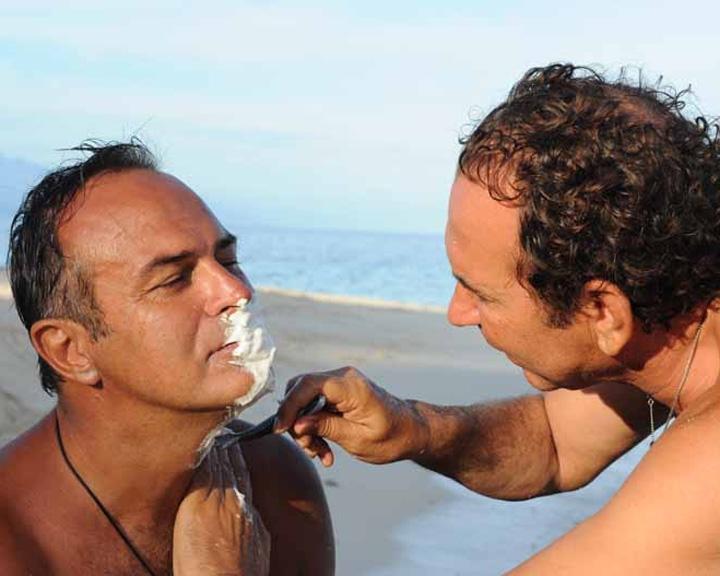 isola-dei-famosi-6-giucas-casella-fa-la-barba-ad-antonio-cabrini-89755
